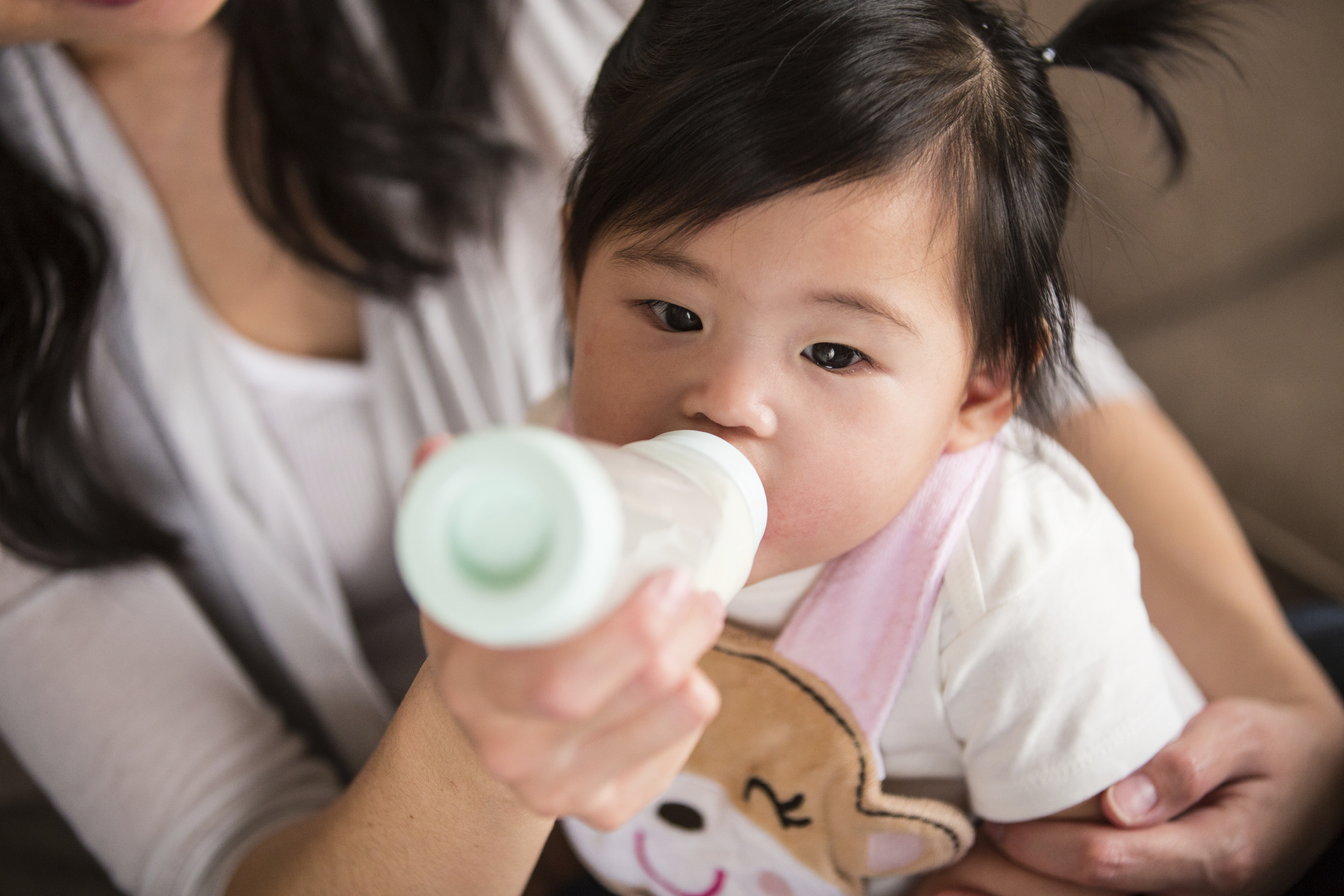hold and feed baby after vaccine
